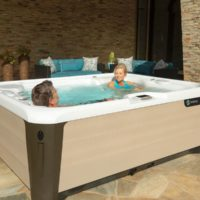 Hot Spring-Highlife-Triumph-2019-AlpineWhite-SandStone-Lifestyle-Couple